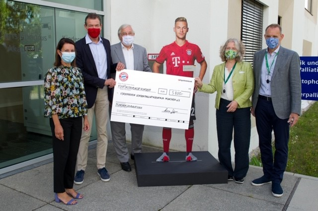 FC Bayern im Kinderpalliativzentrum
